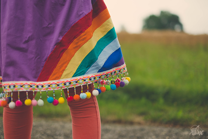 Tutorial and free printable: Skirt with Rainbow Applique and fun pompom trim. (Näh-Connection for Skirting the Issue)