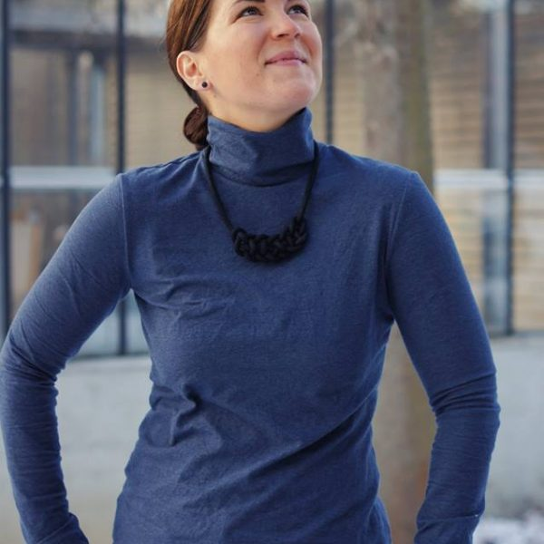 Hepburn Turtleneck: Ebook für einen Rollkragenpullover von Itch to Stitch auf Deutsch | Näh-Connection Shop
