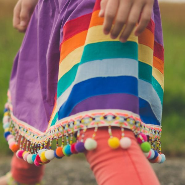 Tutorial: Skirt with rainbow applique (free printable)